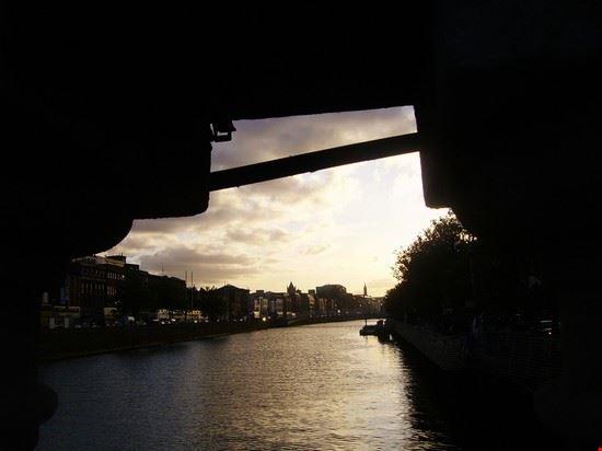 Il fiume Liffey visto da O'Connell Bridge