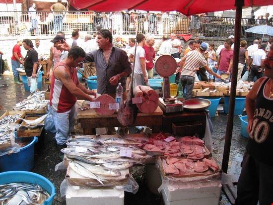 La pescheria di Catania (il mercato del pesce)