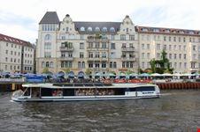 schifffahrt auf der spree in berlin berlin