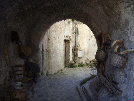 Viottolo Vallone delle Ferriere: antichi arnesi