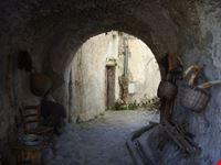 amalfi viottolo vallone delle ferriere antichi arnesi