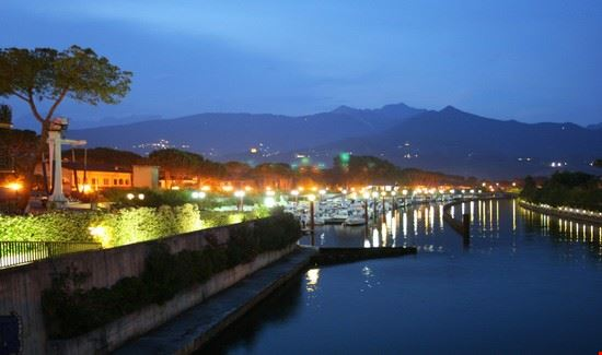Cinquale by night