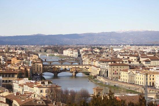 Foto infilata di ponti a firenze 550x366 autore alice for Foto di ponti coperti