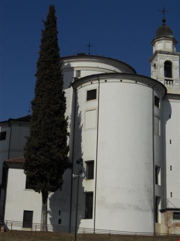 il Duomo visto dalla parte opposta alla facciata