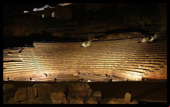 57025 malaga il teatro romano