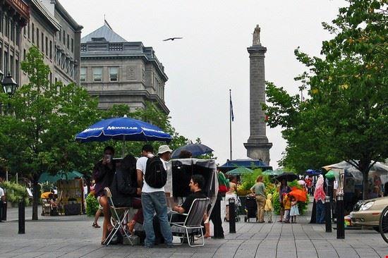 montreal place jacques-cartier sul fondo la colonna nelson