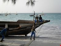 bambini lungo la spiaggia di Nungwi