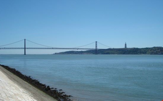 57839 lisbona statua cristo rey-ponte 25 aprile