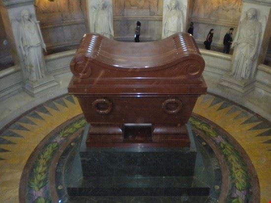 La tomba di Napoleone, esposta all'interno della cappella di Luigi XIV.