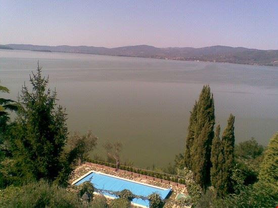 Veduta dal borgo di Monte sul Lago