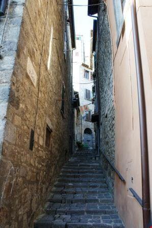 Vicolo Tanti gradini x il Castello