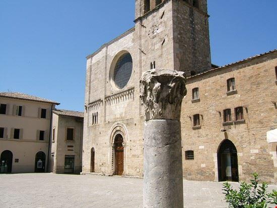 la colonna e la piazza