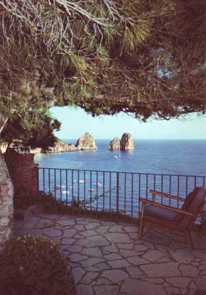 Foto marina piccola e faraglioni visti da villa casa mia for Costruire la mia piccola casa online