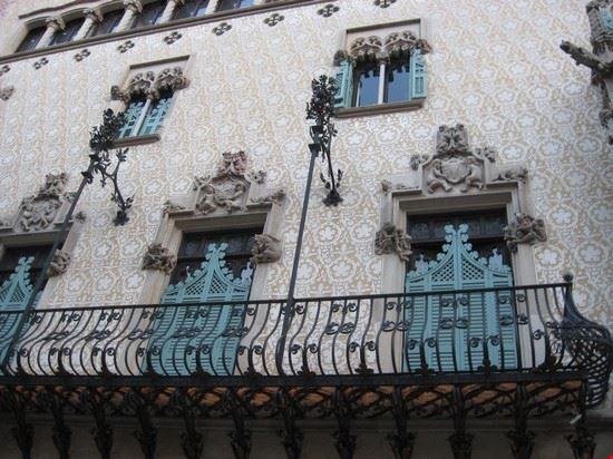 La celebre Casa Amatller, su Passeig de Gràcia, a Barcellona