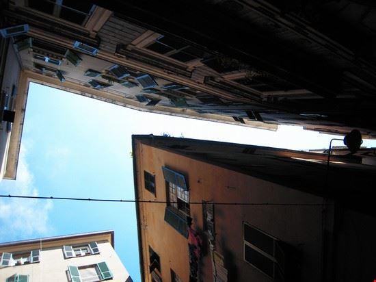 Spicchi di cielo tra i carrugi