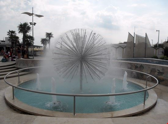 Fontana Piazza sul mare