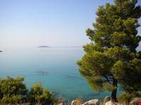 Vista dall'alto della spiaggia di Koviou
