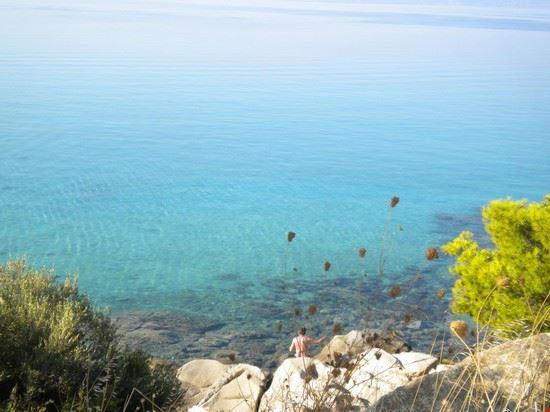 Acque cristalline a Koviou Beach