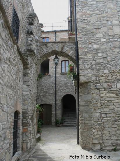 Foto il paese delle case in pietra a guardia perticara for Case in pietra