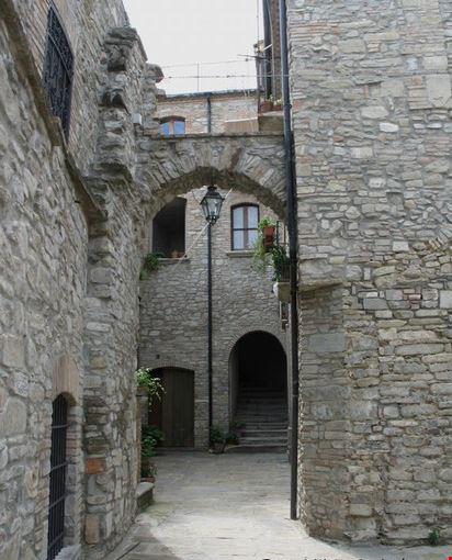 Foto il paese delle case in pietra a guardia perticara for Disegni di case in pietra calcarea