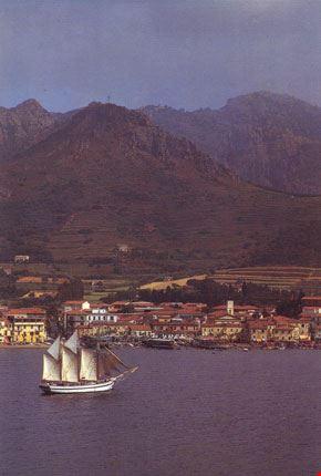 Vista parziale di Porto Azzurro