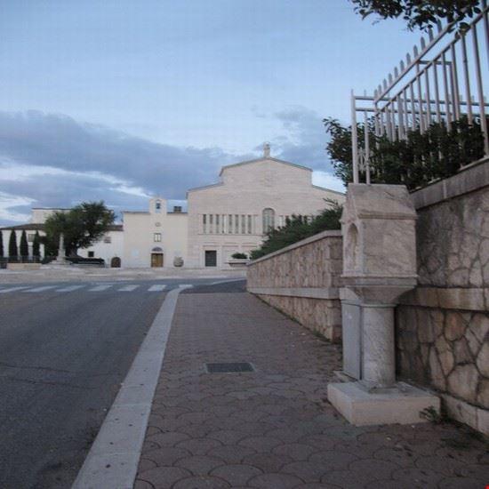 chiesa  santuario e stazione della via crucis san giovanni rotondo