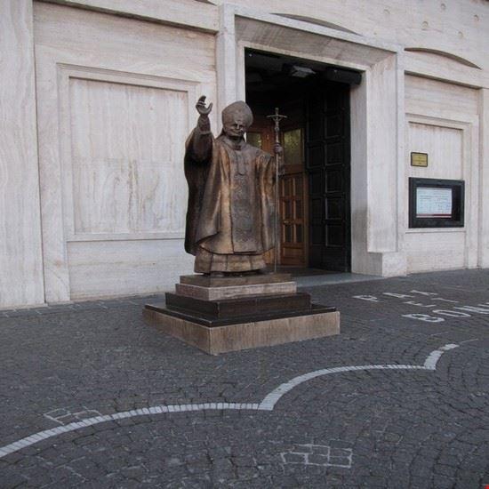 statua di papa wojtyla san giovanni rotondo