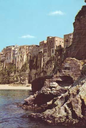 Foto antiche case patrizie a picco sul mare a tropea for Foto case antiche