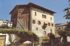 """Pregevole esempiio di architettura nobile veneziana del XVI sec. detta per antica tradizione """"Casa da Marta"""""""