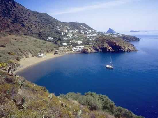 Risultati immagini per La spiaggia della Calcara isola di Panarea