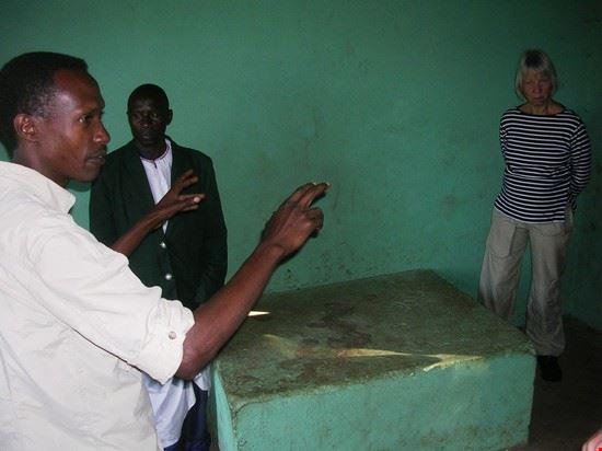 63491 kampala karambi royal tombs