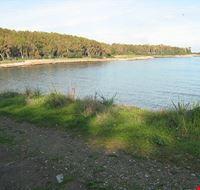 Spiaggia sulla costa di Pula
