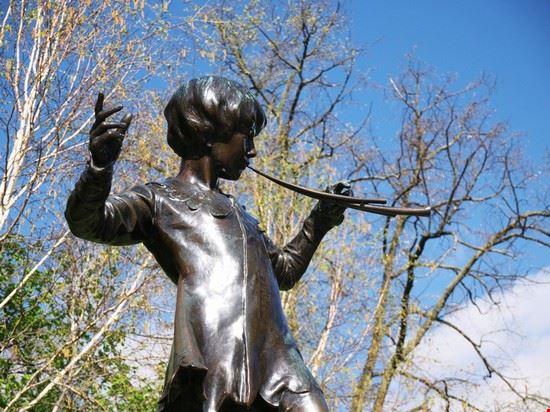 64372 londra la statua di peter pan a londra