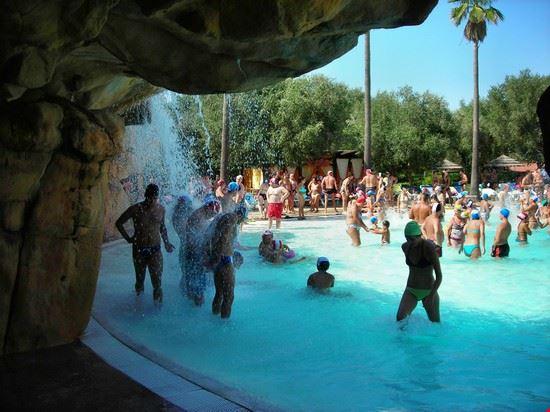 Villaggio Curtipetrizzi - Giochi in piscina