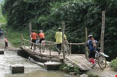 Cycle Hoa Binh Tours with green trail tours