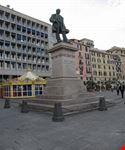 statua in piazza caricamento genova