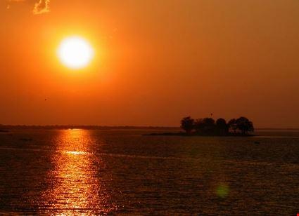 bhopal tramonto nel lago