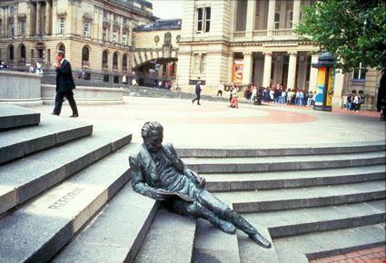 birmingham statua seduta