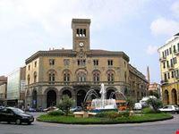 piazza sante con fontana