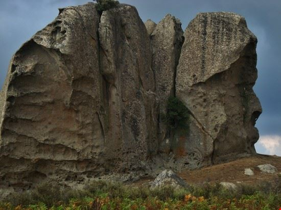 i megaliti - testa d'uomo