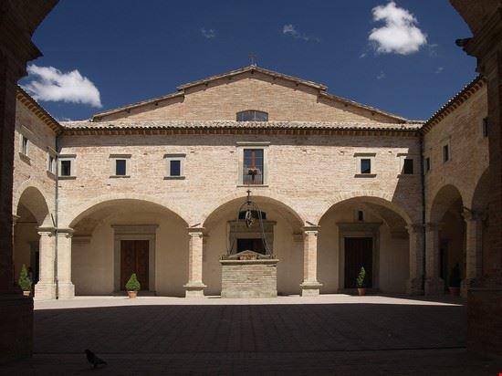 69008 gubbio basilica di sant  ubaldo