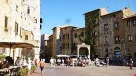 piazza della cisterna san gimignano