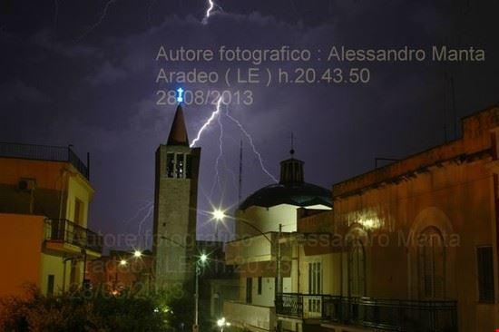 Foto con fulmine sul campanile di Aradeo