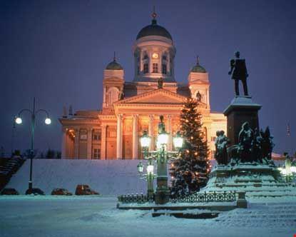 helsinki veduta della cattedrale luterana nel periodo natalizio