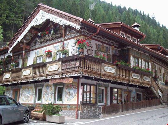la casa dipinta canazei