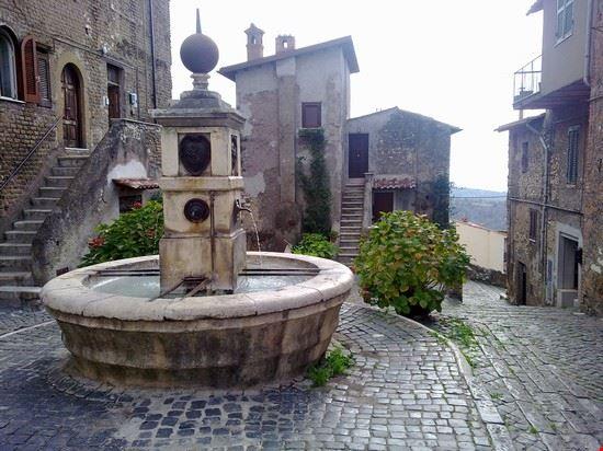 fontana di MONTE PIO