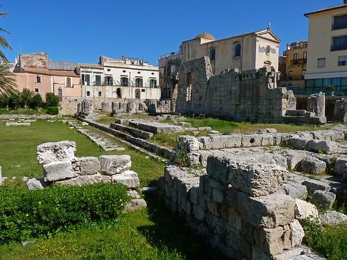 Foto siracusa tempio di apollo a siracusa 500x375 for Alberghi di siracusa