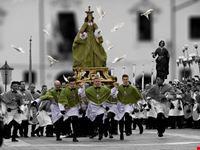 La Madonna che scappa in piazza