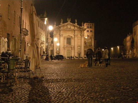 mantova squares in the city
