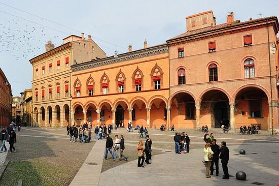 72040 bologna piazza sette chiese